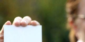 Alterner les formats pour sa carte de visite permet de l adapter à son destinataire
